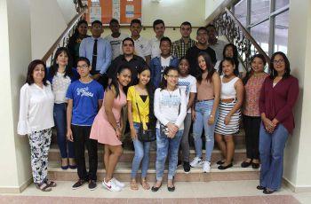 Estudiantes del programa de práctica profesional en la UTP y colaboradores de Recursos Humanos.