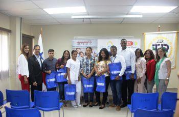 Estudiantes del Centro Regional de Colón beneficiados con becas de Fundaciones sin fines de lucro