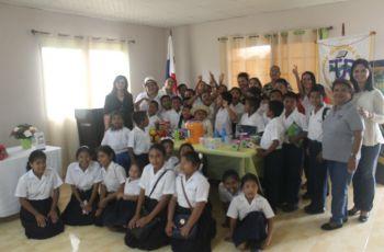 Estudiantes de Escuela de Zanguenga
