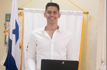 Estudiante Manuel De León.