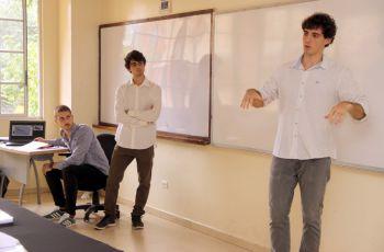 Los estudiantes presentaron su tesis final de grado, en la Facultad de Ingeniería Mecánica.