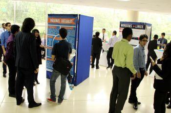 La exhibición y defensa de los pósteres formaron parte de su proyecto final.