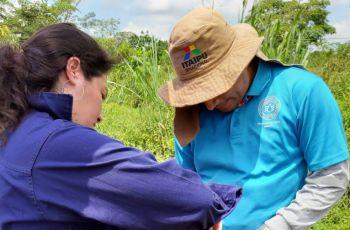 Imagen de los investigadores principales probando los equipos en campo.