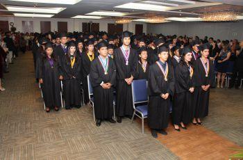 Estudiantes participan en Ceremonia de Graduación Promoción 2017.