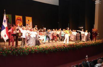 En la Gala se presentaron los diferentes grupos culturales que tiene la UTP.