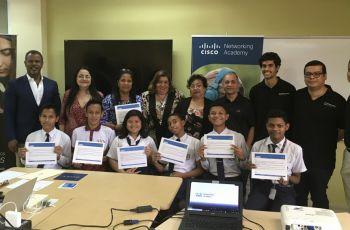 Grupo de estudiantes del Instituto Nacional que participaron en el curso de programación en Python.