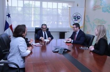 Visita de la delegación del Programa Washington Center a la UTP.