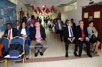 Autoridades Universitarias, profesores, administrativos y estudiantes celebran los 36 Aniversario de la FIM.