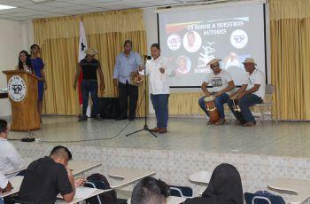 Conjunto folclórico del Colegio Secundario de Guabito.