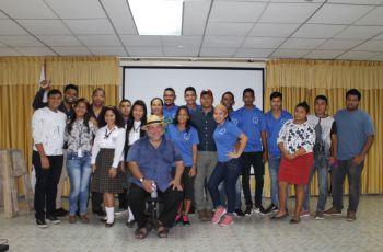 Estudiantes de la Universidad Tecnológica de Panamá en Bocas del Toro.