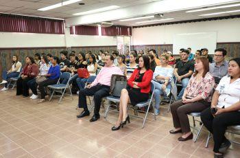 Autoridades de la UTP Chiriquí les da la bienvenida a los estudiantes.