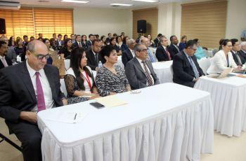 Autoridades de la UTP y gubernamentales, junto a participantes del HUB de las Américas.