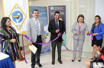 El Dr. Alexis Tejedor, Dr. Félix Henríquez y la Dra. Zoila de Castillo,realizan corte de cinta.