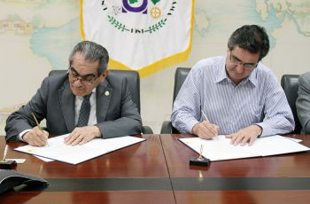 Rector de la UTP, Ing. Héctor M. Montemayor Á., firma Convenio y Memorando con COMARQ.