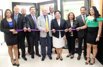 Con el tradicional corte de cinta por la Vicedacana Académica, se inaugura la JIC.