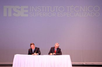 Sanción de la Ley que crea el ITSE, en la UTP.