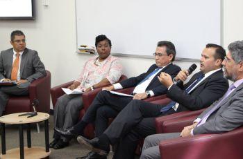 Docentes de la UTP participaron en un Panel.
