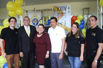 Estudiantes, docentes y autoridades de la Facultad de Ingeniería Industrial.