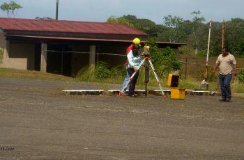 Replanteo de los globos de terrenos A y B, en UTP Colón.