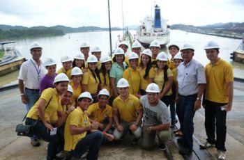 Grupo de Estudiantes de la UTP - Azuero en visita al Canal de Panamá.