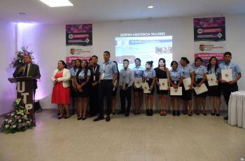 Estudiantes de Licenciatura en Mercadeo y Comercio Internacional organizadores del evento