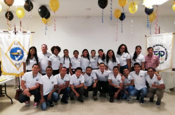 Estudiantes organizadores de la actividad.