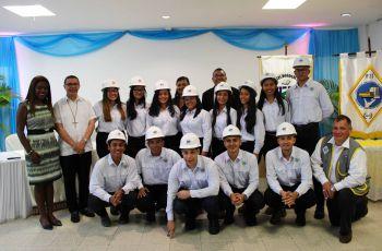 Autoridades y estudiantes del Centro Regional de Coclé.