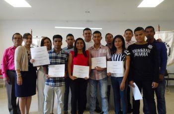 Entrega de reconocimientos a los estudiantes y docentes de los diferentes proyectos  que ha participado la Facultad de Sistemas.
