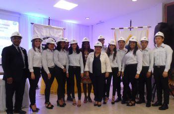 Estudiantes de tercer año de Ingeniería Industrial.