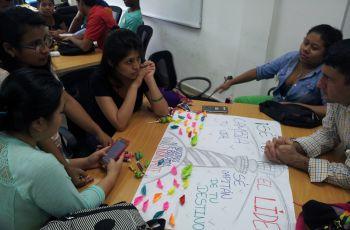 Estudiantes participan en actividad de liderazgo