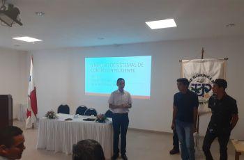 Inauguración Simposio de Sistemas de Control Inteligente (Izquierda Dr. Ignacio Chan, derecha estudiantes del Centro Regional de Coclé)