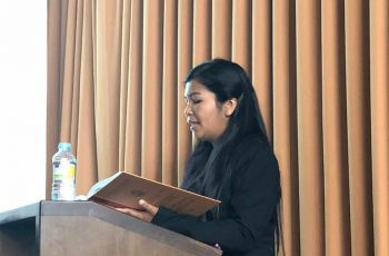 La Dra. Tejedor en la lectura de las conclusiones de su tesis doctoral.