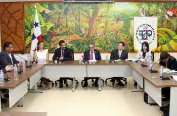 Delegación de la República Popular China y Autoridades de la UTP.