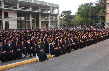 La UTP oferta al país 558 nuevos profesionales salidos de sus aulas de clases.