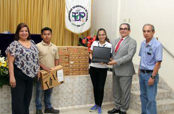 El Centro Regional de Bocas del Toro recibió un grupo de computadoras.