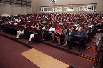 Alrededor de 800 estudiantes de la FII tomaron parte en el seminario de Inducción a la Vida Universitaria en la UTP.