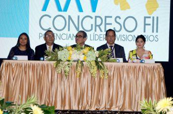 El Rector, junto a autoridades de la FII y del Centro Regional de Veraguas, durante el Congreso.