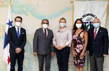 Embajadora de los Países Bajos visita la UTP