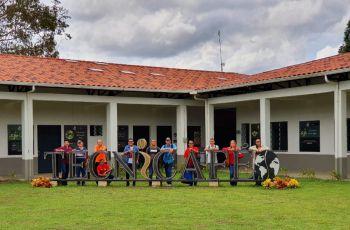 Miembros de las Facultades de Ingeniería Eléctrica y Mecánica que visitaron el Parque.